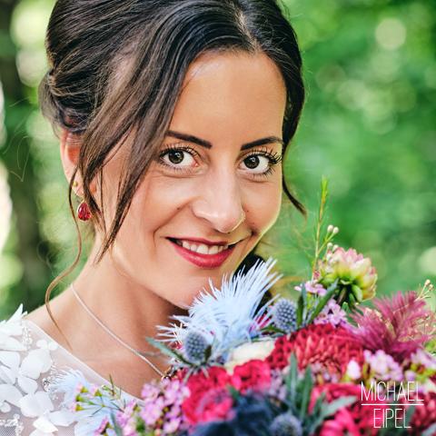 Braut mit Strauß – Portrait – Hochzeitsfotografie