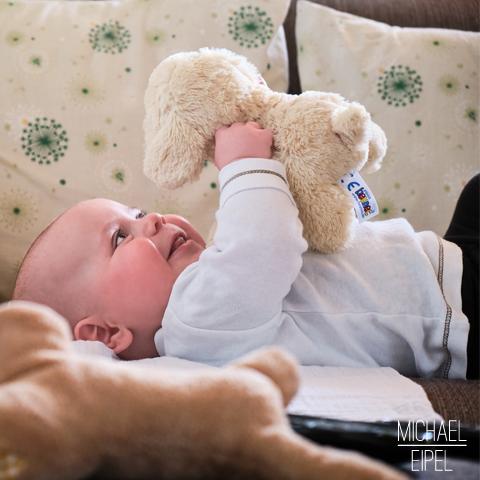 Baby beim spielen – Portrait