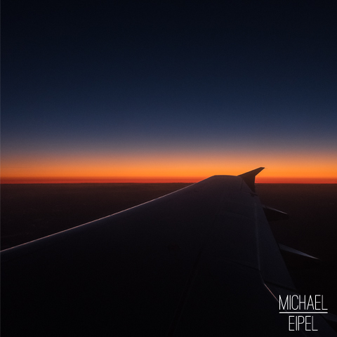 Flugzeug Flügel im Sonnenuntergang – Schottland