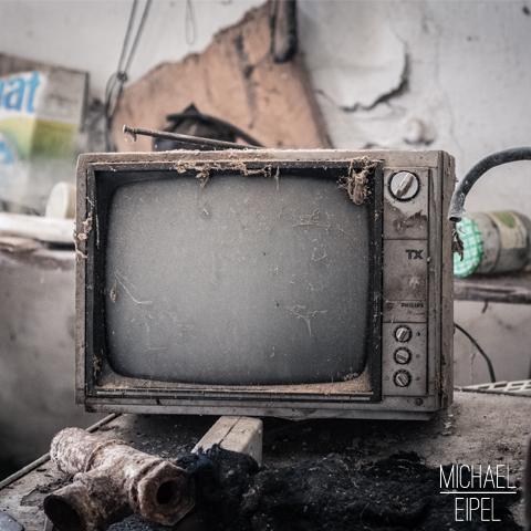 Alter Fernseher in verlassenem Haus – Stilllife