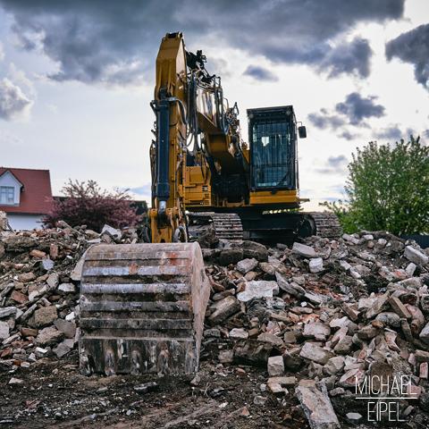 Bagger – Abriss Haus – Stilllife Fotografie